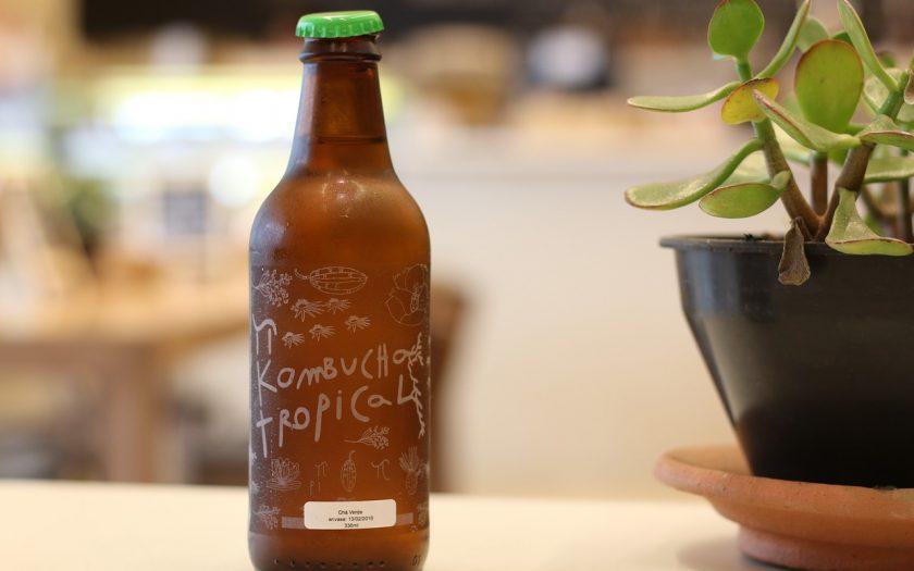 flasche mit kombucha