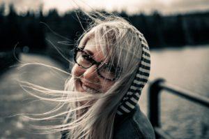 Frau die lacht