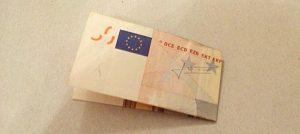 Geldschein quer falten