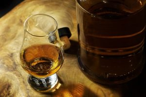 wie lagert man whiskey