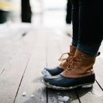 Frau mit kalten Füßen