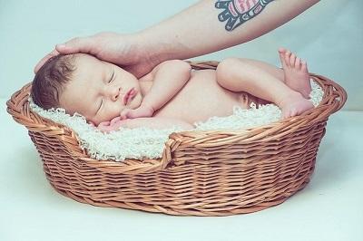 Welche Babywippe ist die richtige als Geschenk?