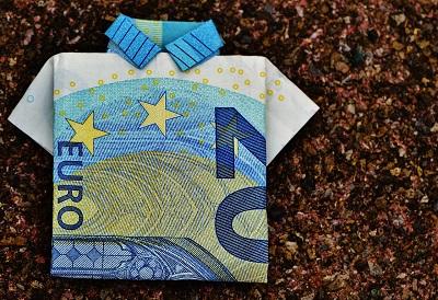 gefaltetes Geldgeschenk als Hemd