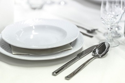 Geschirr und Besteck