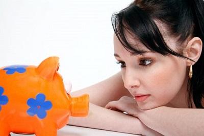 Sparschwein mit Geld als Geschenk